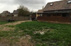 Saintes Colombes près Vernon, petit corps de ferme sur 600m² de jardin, comprenant 4 bâtiments pour 210 m², dont un rénové…………..