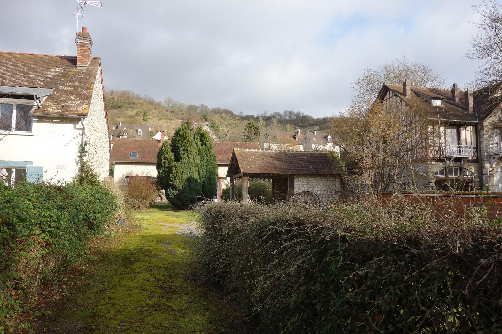 Giverny, Très jolie longère refaite à neuf, 4 chambres…………